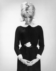 PHOTO STUDIO DE CATHERINE DENEUVE
